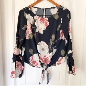 DYNAMITE Bell sleeve floral print blouse - xs